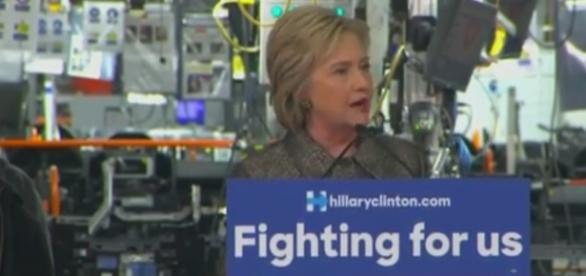 Hillary Clinton al Detroit Manufacturing Systems