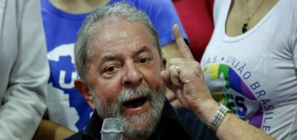Lula critica imprensa brasileira em coletiva