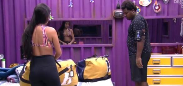 Munik e Ronan fazem mala de Ana (Reprodução)