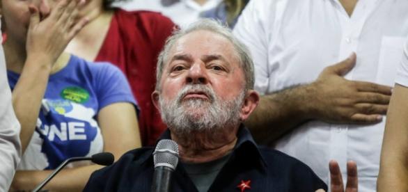 Vídeo de deputada flagra Lula bravo com processo