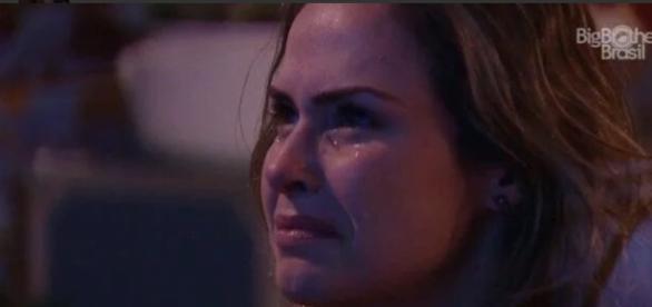 Ana Paula se emociona (Reprodução/Globo)