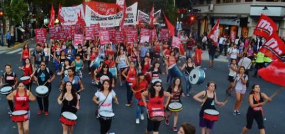 Mujeres peleando por sus derechos