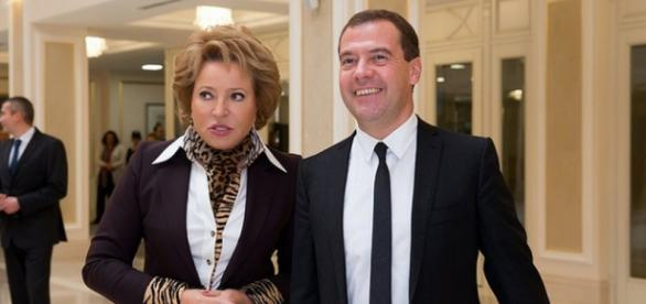Valentina Matvienko com Dmitry Medvedev na Rússia