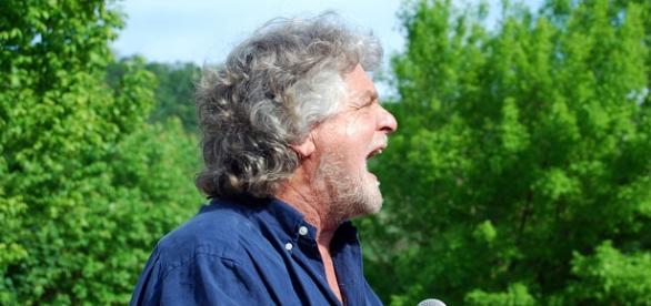Beppe Grillo guida l'attacco al PD