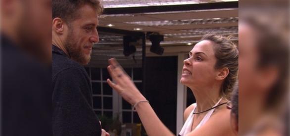 Daniel tenta se aproximar de Ana Paula