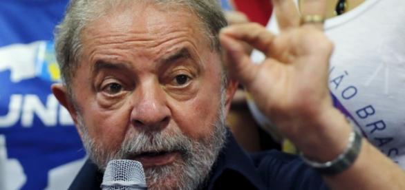 Defesa argumenta que Lula é uma 'vitima'