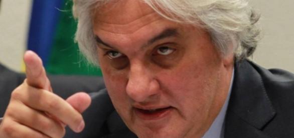 Delação de Delcídio aponta para o PMDB e Aécio