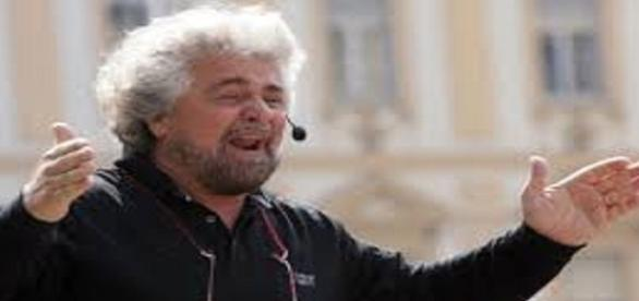 """Email M5S violate, secondo Grillo è """"fango dal PD"""""""