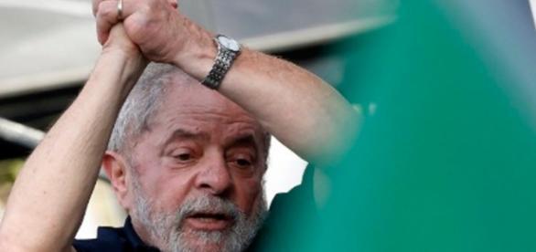 Lula diz estar mais forte depois de ir para a PF