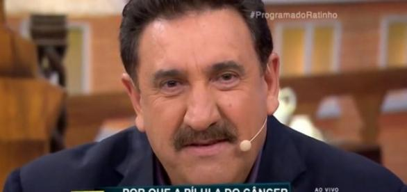 Ratinho se emociona ao falar de pílula do câncer