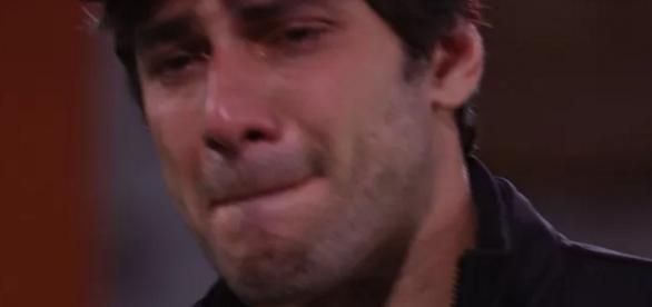 Renan chora e fala em sair do BBB