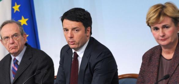 Federica Guidi accanto a Renzi
