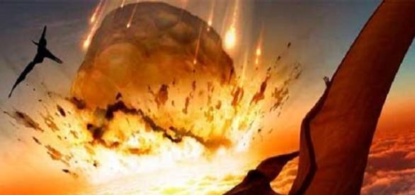 Fotografía de meteorito impactando en la tierra