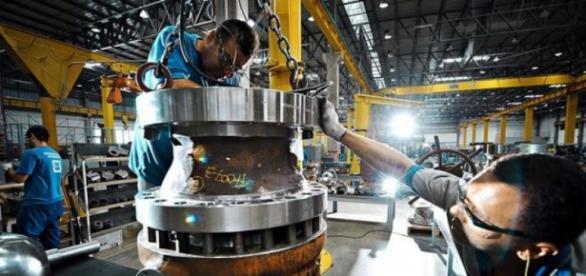 Indústria tem queda de 2,5% em fevereiro