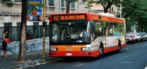 Bus ATAC in servizio nella città Roma