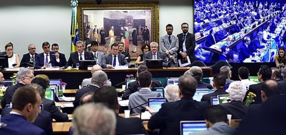 Sessão da Comissão de Impeachment