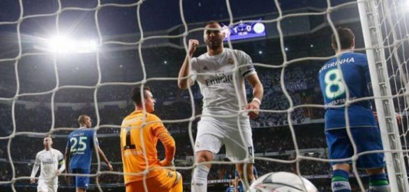 Benzema. uno de los jugadores más destacados del partido, celebra los goles de Cristiano