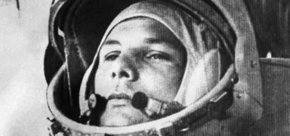 Iuri gagarin reuşea în 1961 primul zbor în spaţiu