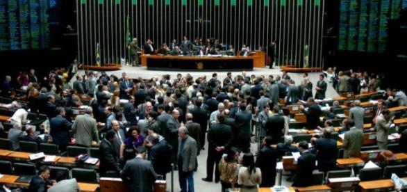La votación en en el congreso brasileño en medio de escenas caóticas