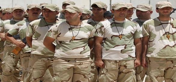Voluntários da Brigada Cristã no aeroporto de Bagdá para treinamento nessa guarta(1). (Foto: AFP Photo/Ahmad Al-Rubaye)