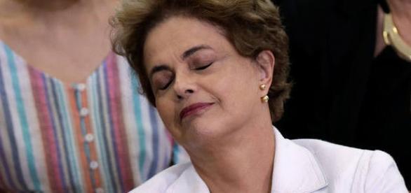 Dilma fala que está vivendo uma guerra psicológica na qual os dois lados tentam usar os números
