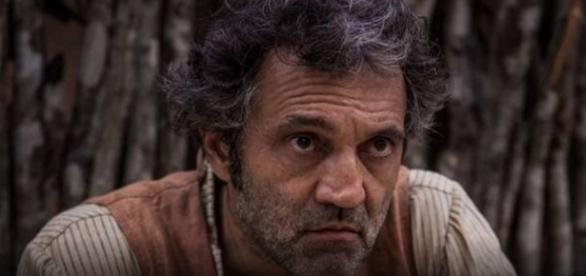 Santo sofre atentado e troca tiros com Cícero
