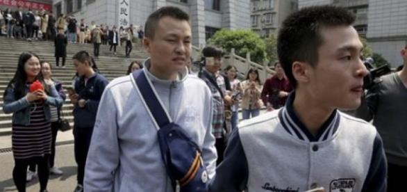 Su Welin e Hu Mingliang após o julgamento.