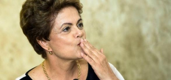 Dilma Rousseff manda beijinhos - Imagem/Google