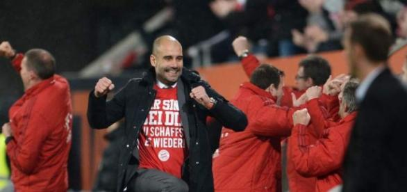 Guardiola celebra a vitória do Bayern de Munique.