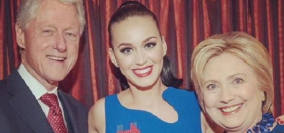 Katy Perry junto a Hillary y Bill Clinton