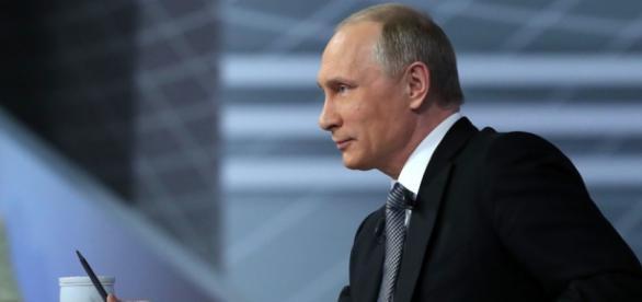 """Președintele rus a răspuns la întrebările publicului în timpu emisiunii """"Linia directă anuală cu Vladimir Putin"""" - Foto Russia Today"""