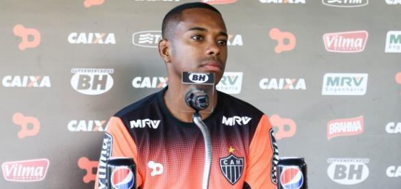 Robinho aprovou a possível contratação de Fred, companheiros na época de Seleção Brasileira