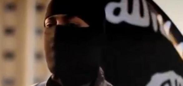 Terrorista mandando mensagem em vídeo