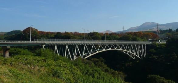 El puente de Aso ha sido destruido por el terremoto