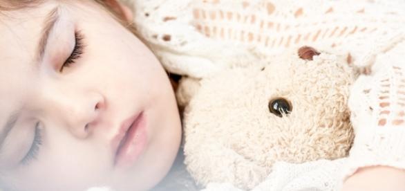 El sueño de la niña y su peluche