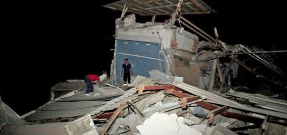 Terremoto en Ecuador deja decenas de muertos y heridos
