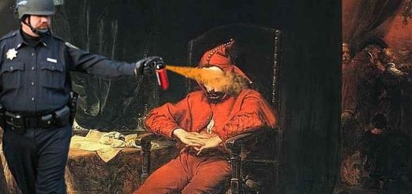 Władca wtrącający do lochu błazna jest ...