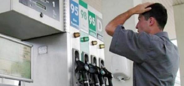 Benzina și motorina s-ar putea scumpi