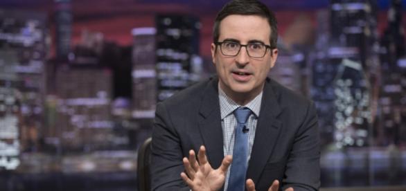 John fez criticas bem humoradas a crise política do Brasil