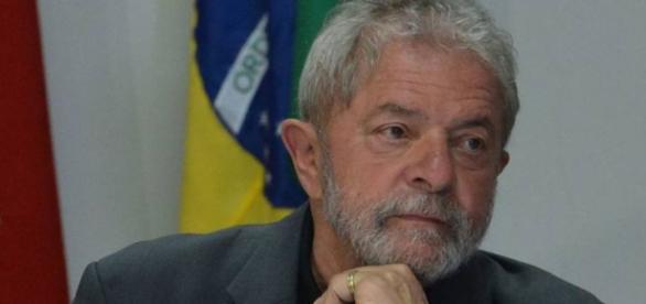 Lula estaria oferecendo propina a deputados