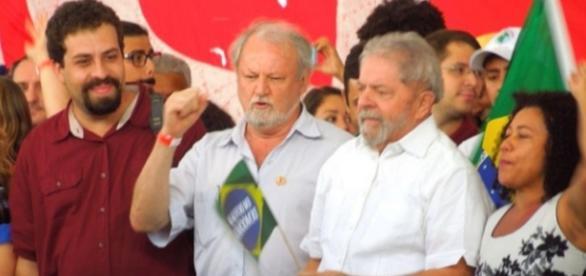 Lula faz discurso em Brasília - UOL