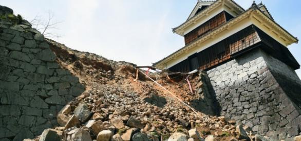 Os sismos de 14 e 15 de Abril provocaram o colapso de alguns edifícios no sul do Japão.