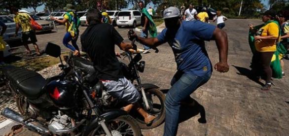 Segurança de Lula agride manifestantes