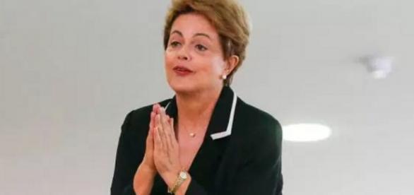 Dilma faz sinal de reza com as mãos - Imagem do Google