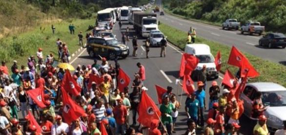 MST bloqueia estradas por todo o Brasil