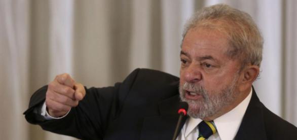 Oposição quer investigação no hotel em que Lula se hospedou