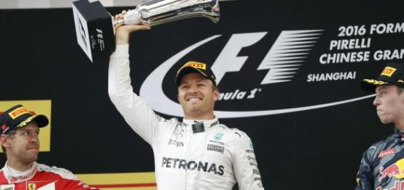 Rosberg logra su tercera victoria consecutiva.