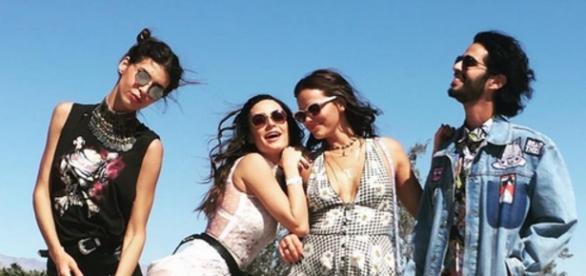 Thaila Ayala e a amiga Bruna Marquezine em evento na Califórina