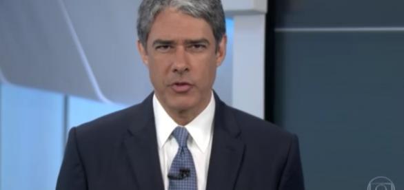 William Bonner usa gravata azul