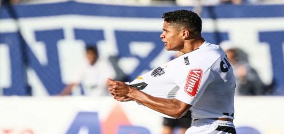 Douglas Santos fez um goloaço no empate do Atlético Mineiro com a URT.